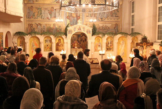 A Russian-orthodox Christmas service.