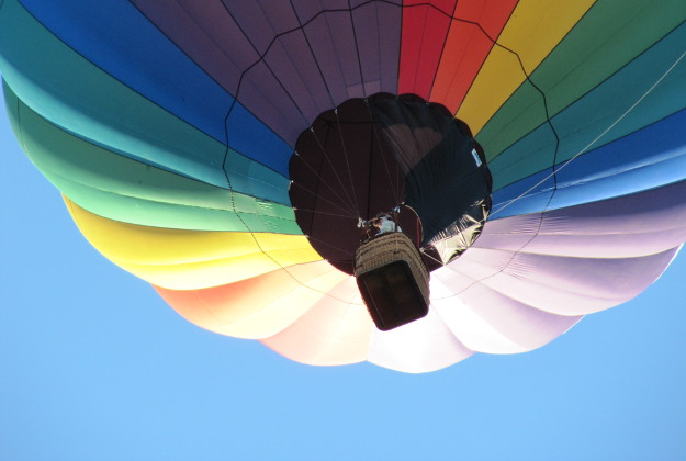 Couple in Latvia attempt balloon marriage record.