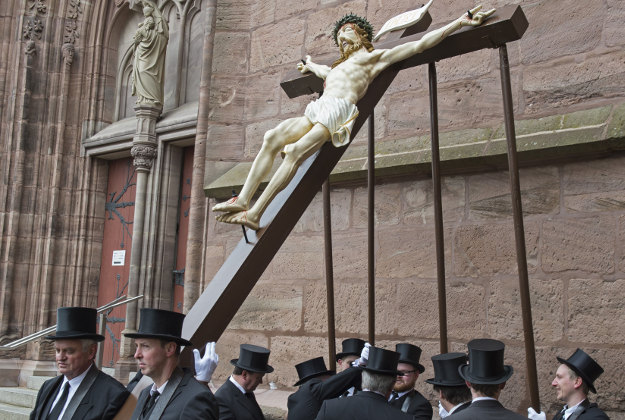 Believers prepare the scene 'Crucifixion' during the Palm Sunday Procession in the old town in Heiligenstadt, Germany, Sunday, March 20, 2016. Thousands of believers from the region and all over Germany attend the procession when participants carry life-size figures showing the Passion of Christ.