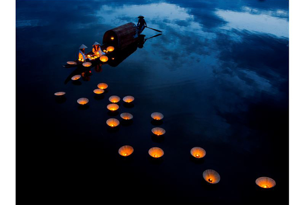 This is Vietnamese traditional culture unique to Hue city.People usually release floating lanterns on the river.To wish for a happy and peaceful life, Photos taken on the Perfume River in Hue City - Vietnam, 2 girls in the picture, they were released the lights to pray for their families.
