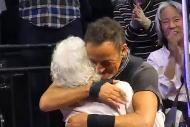 Bruce Springsteen dances with 91-year-old Jeanne Heinz