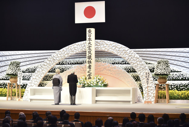 Japanese Emperor Akihito in front of an altar for the victims of the March 11, 2011 earthquake