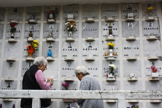 Two women in Hong Kong pay their respects to relatives during Qingming Jie.