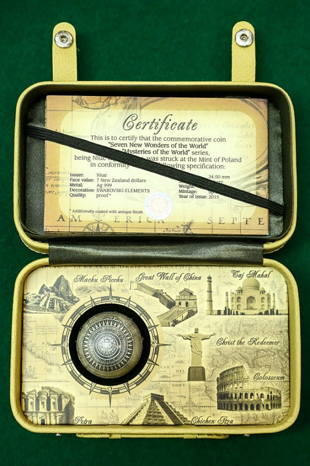 The coin comes in a commemorative box with all the wonders of the world.