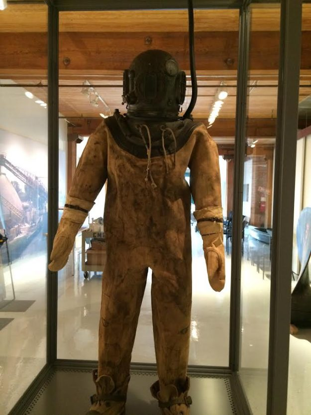 A diving suit on display in the Chicago Maritime Museum