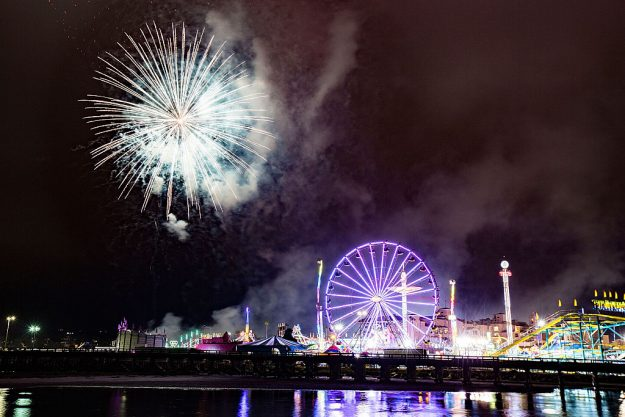 Independence Day fireworks explode over the San Diego County Fair on July 4, 2015 in Del Mar, California. (Photo by Daniel Knighton/Getty Images)