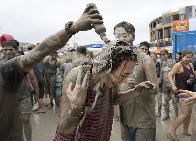 People enjoy the moment during the Boryeong Mud Festival in Daecheon Beach on July 16, 2016 in Seoul, South Korea