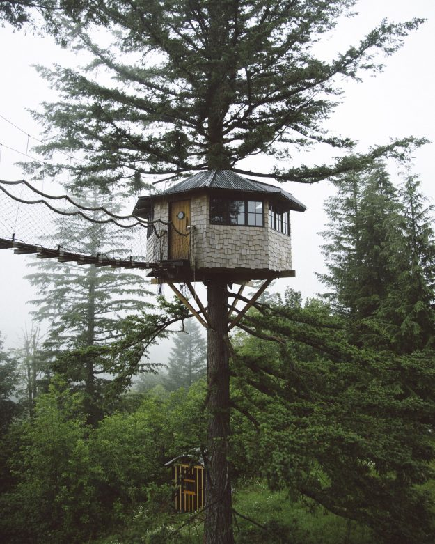 One of Foster Huntington's tree houses in Oregon. Image: Foster Huntington