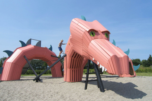 The Dragon at Mulighedernes Park in Aalborg complete with climbing rings, balance beams and ropes.