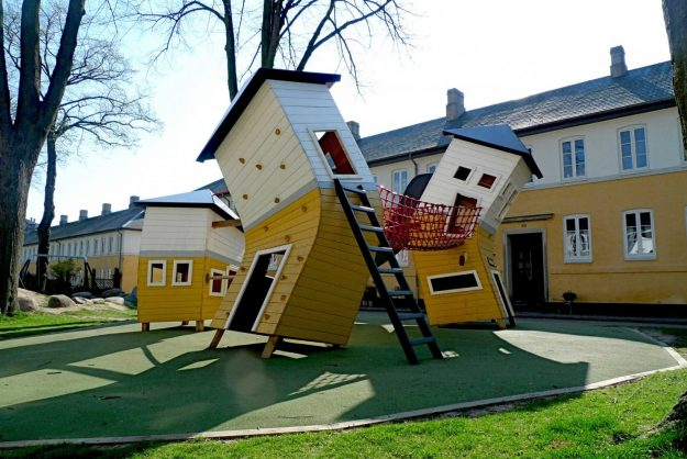 The Brumleby playground consists of three houses, a baker's shop, and an ice-cream booth. The surface around the houses is cast rubber. A the-ground-is-lava snake has been set up next to the small village.
