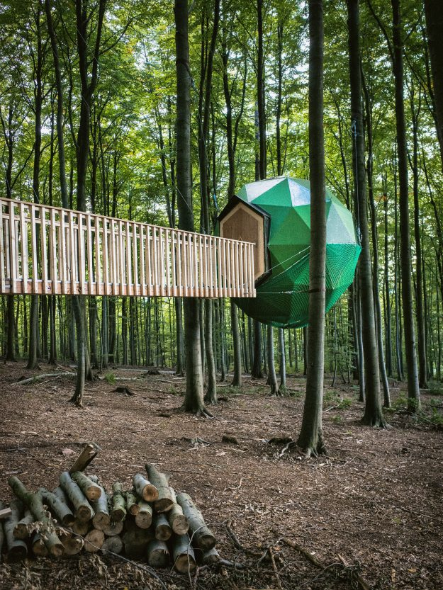 Baumhotel Robins Nest built in the woods in Germany by Peter Becker.
