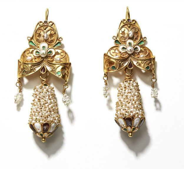 17. Gold earrings from Mykonos, 18th c. design. Modern reproduction, 1970.