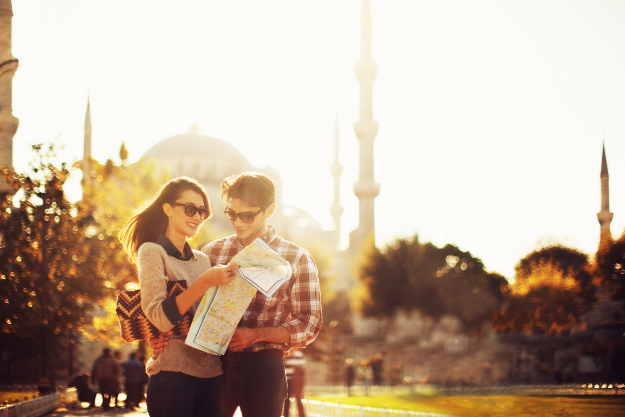 A couple travels through Istanbul.