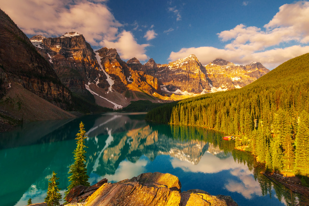 Overlook of Moraine Lake and Valley of the Ten Peaks in Banff National Park, Alberta, Canada. Canada cheap flights