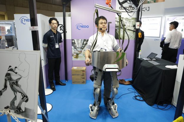 The powered suit developed by Nedo.