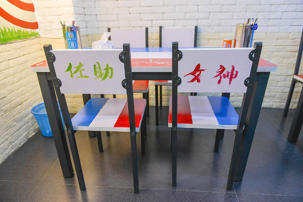A classroom-themed restaurant has opened in Nanjing.