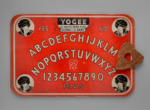 Yogee: The Amazing Answer Board c. 1944 Lee Industries Chicago design on cardboard