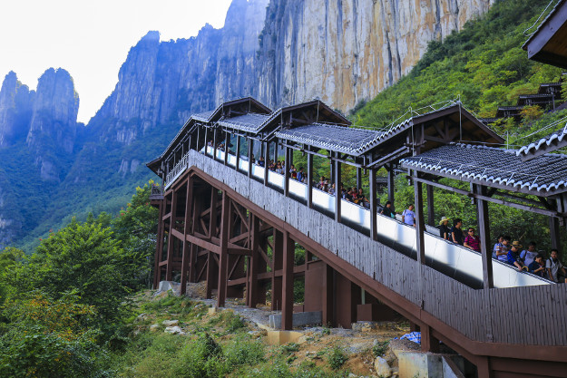 Tourists take the world's longest sightseeing escalator in the Enshi Grand Canyon in Enshi Tujia and Miao Autonomous Prefecture, central China's Hubei province, 3 October 2016.