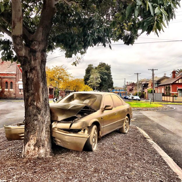 An abandoned car has been sprayed with gold paint in Melbourne, Australia. Image: Kim Goodwin
