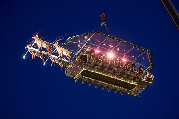 """Guests enjoy dinner at the """"Santa in the Sky"""" experience in Brussels. Image: Santa in the Sky"""