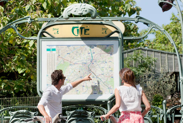 Street signs to become more tourist-friendly in Paris.