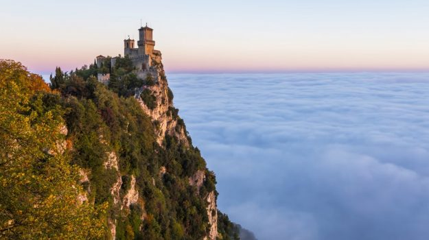 Time lapse video shows waves of thick fog washing over san for Flights to san marino italy