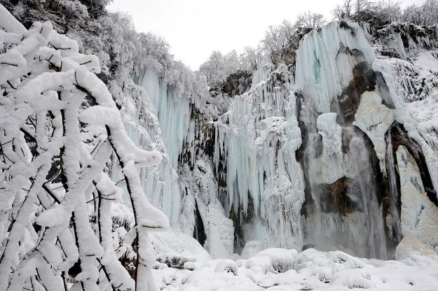 "The 80-meter high frozen ""Big waterfall"" at Plitvice lakes National Park."