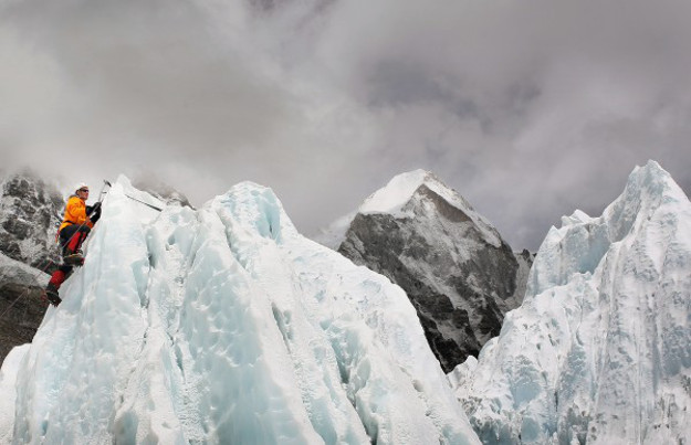 Mount Everest is getting free Wi-Fi. Mount Everest Wi-Fi