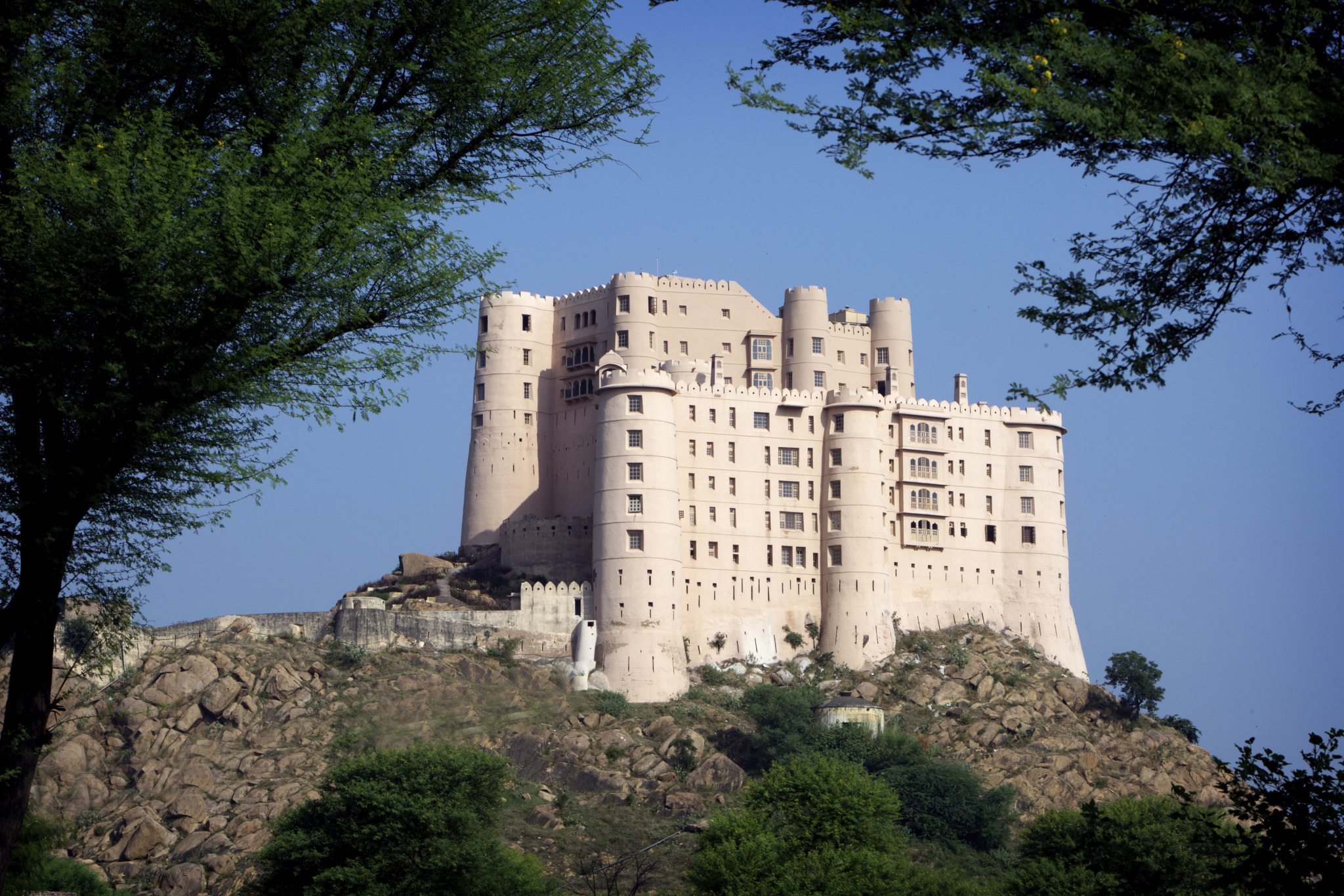 Alila Fort Bishangarth is a former fortress that commands 360-degree views of the desert. Image: Alila Fort Bishangarth