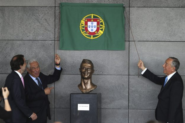 Is Prime Minister Antonio Costa laughing at it?