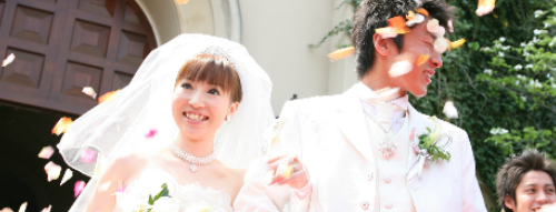 A new Japanese website will supply you with fake friends for your social media pics. Image: Family Romance