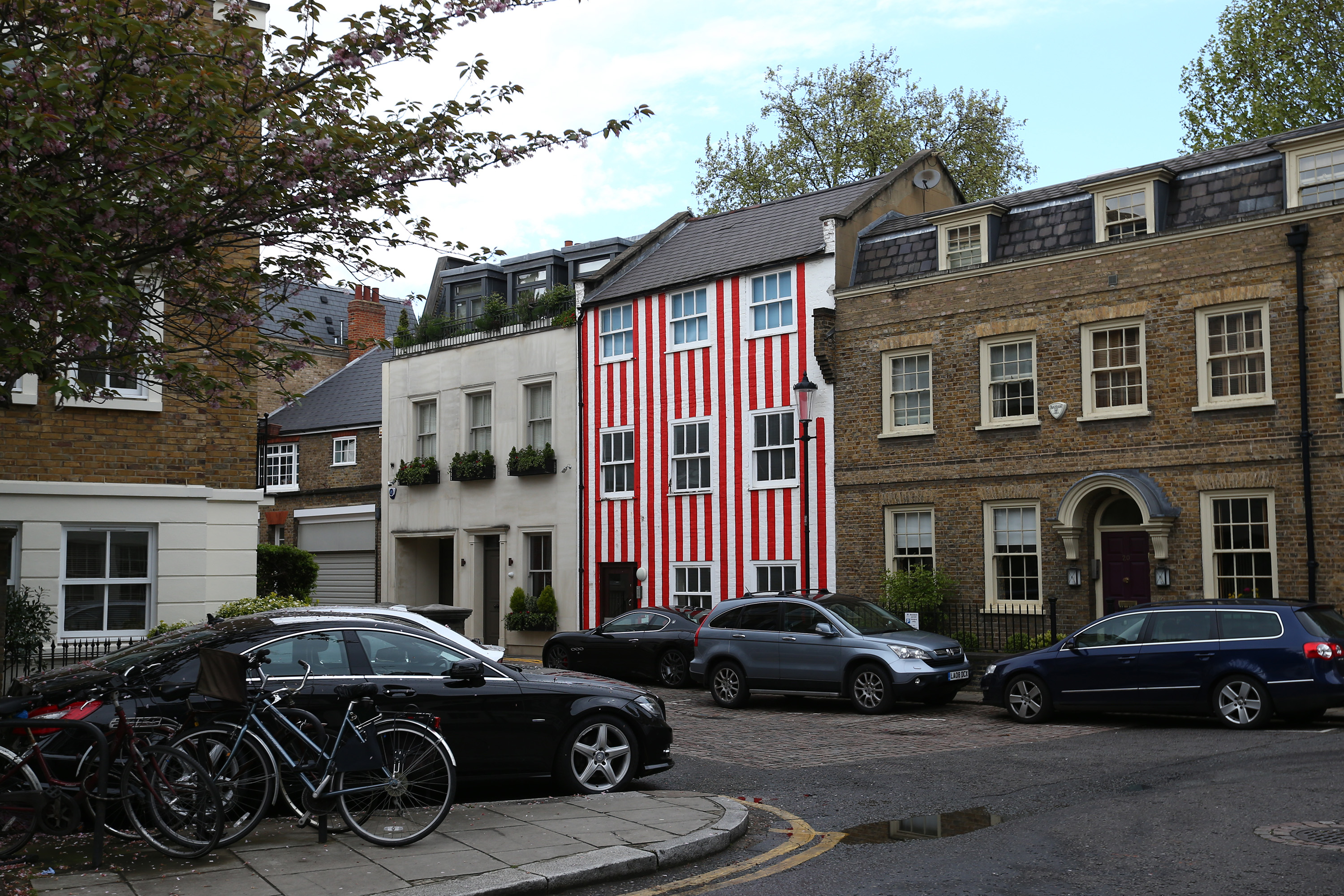 The candystripe townhouse in London's Kensington is here to stay: Image: Carl Court/Getty Images)