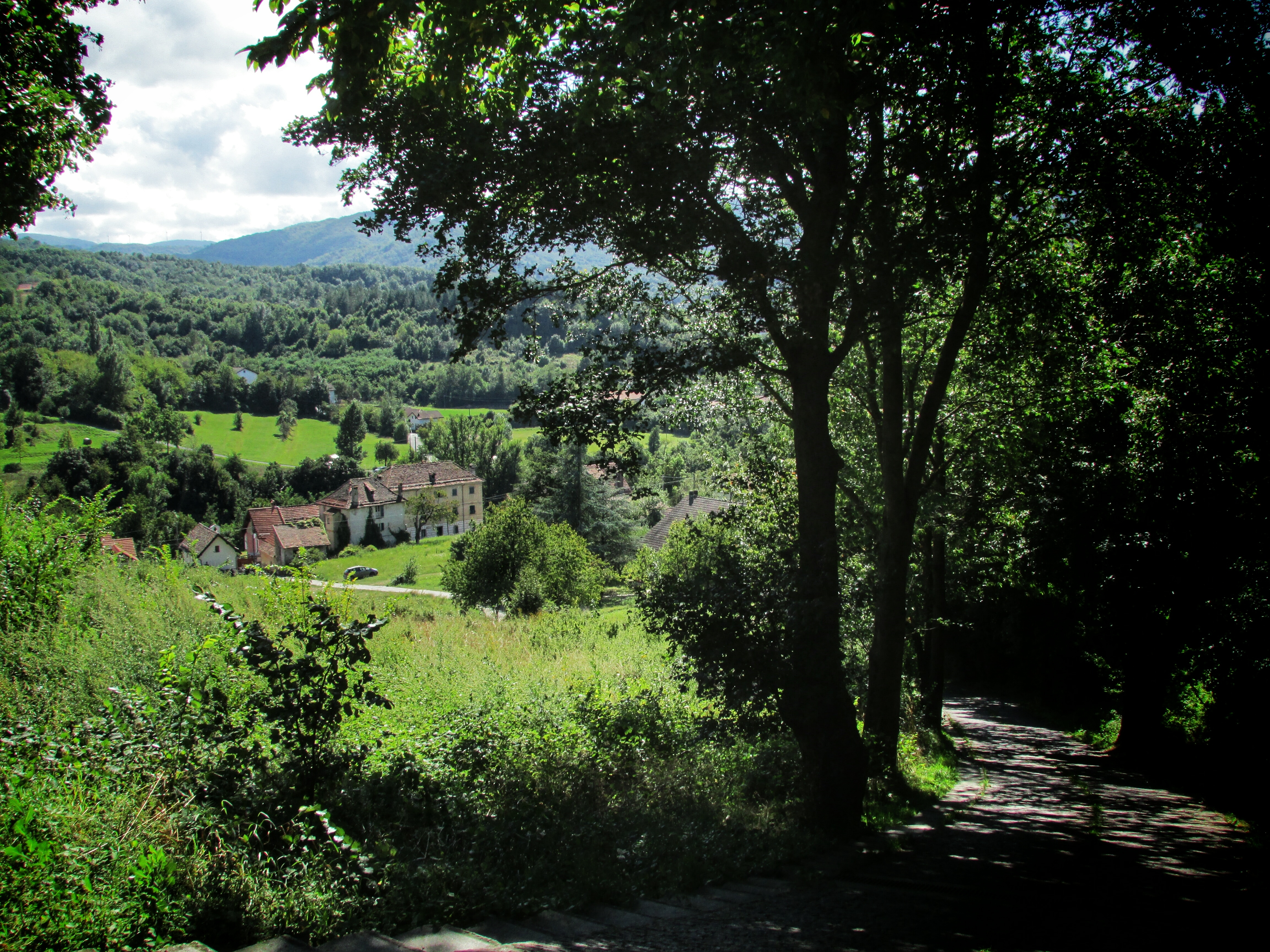 An Italian mayor is offering incentives to move to their small village in Liguria.