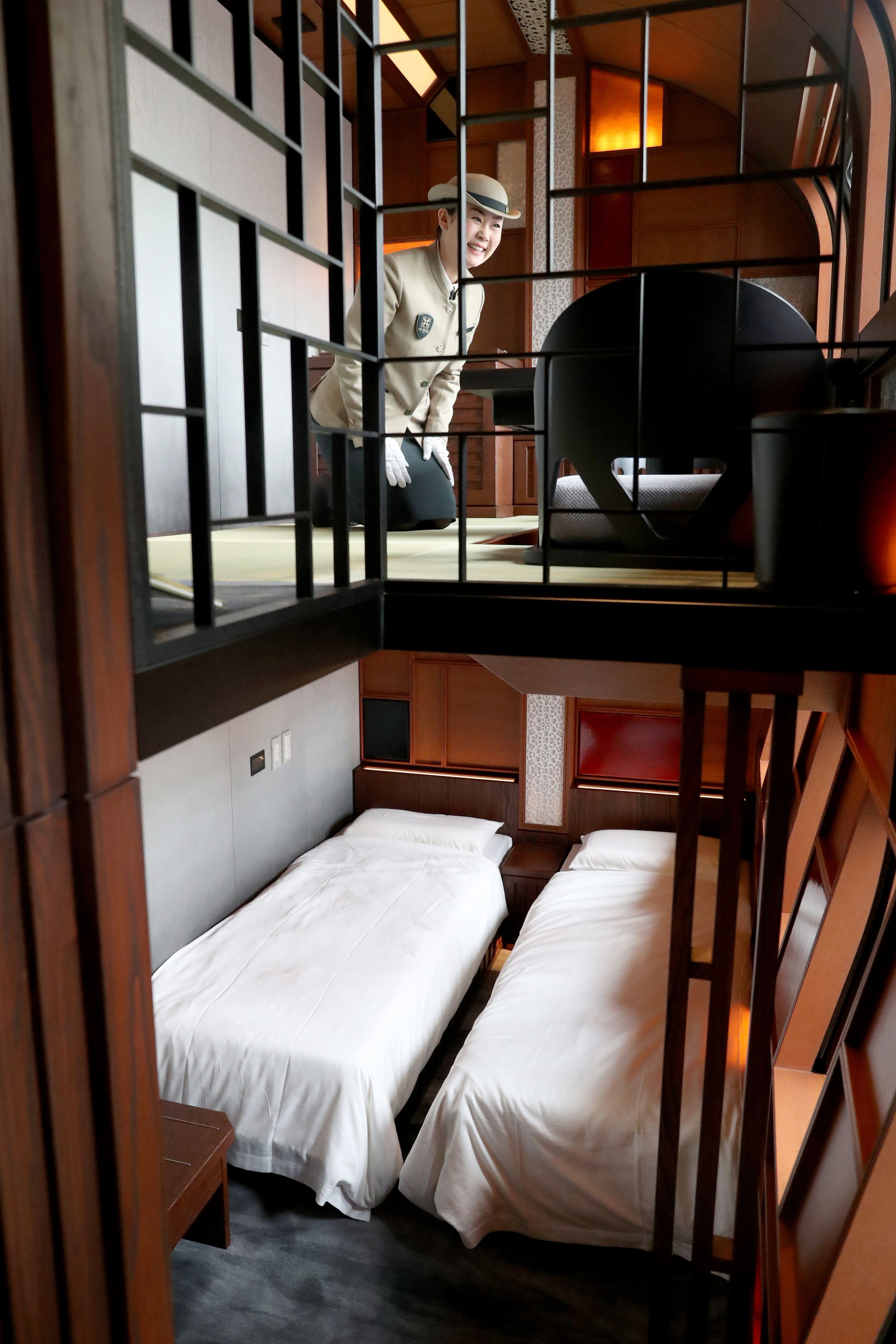 A crew member introduces the Shiki-Shima Suite of the Train Suite Shiki-Shima.