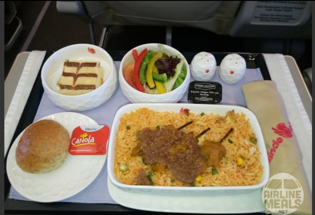 Malindo Air served beef skewers on this internal Malaysian flight. Image: KK Wong