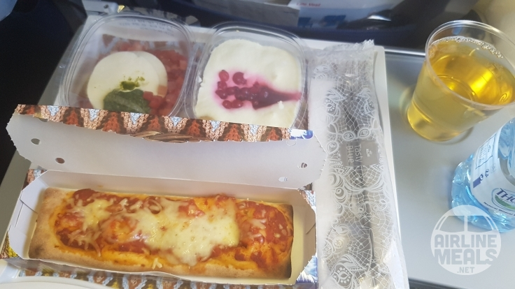 KLM served this economy class meal in The Netherlands of pizza with a tomato, basil and mozzarella salad. Image: Donna Van Eldick.