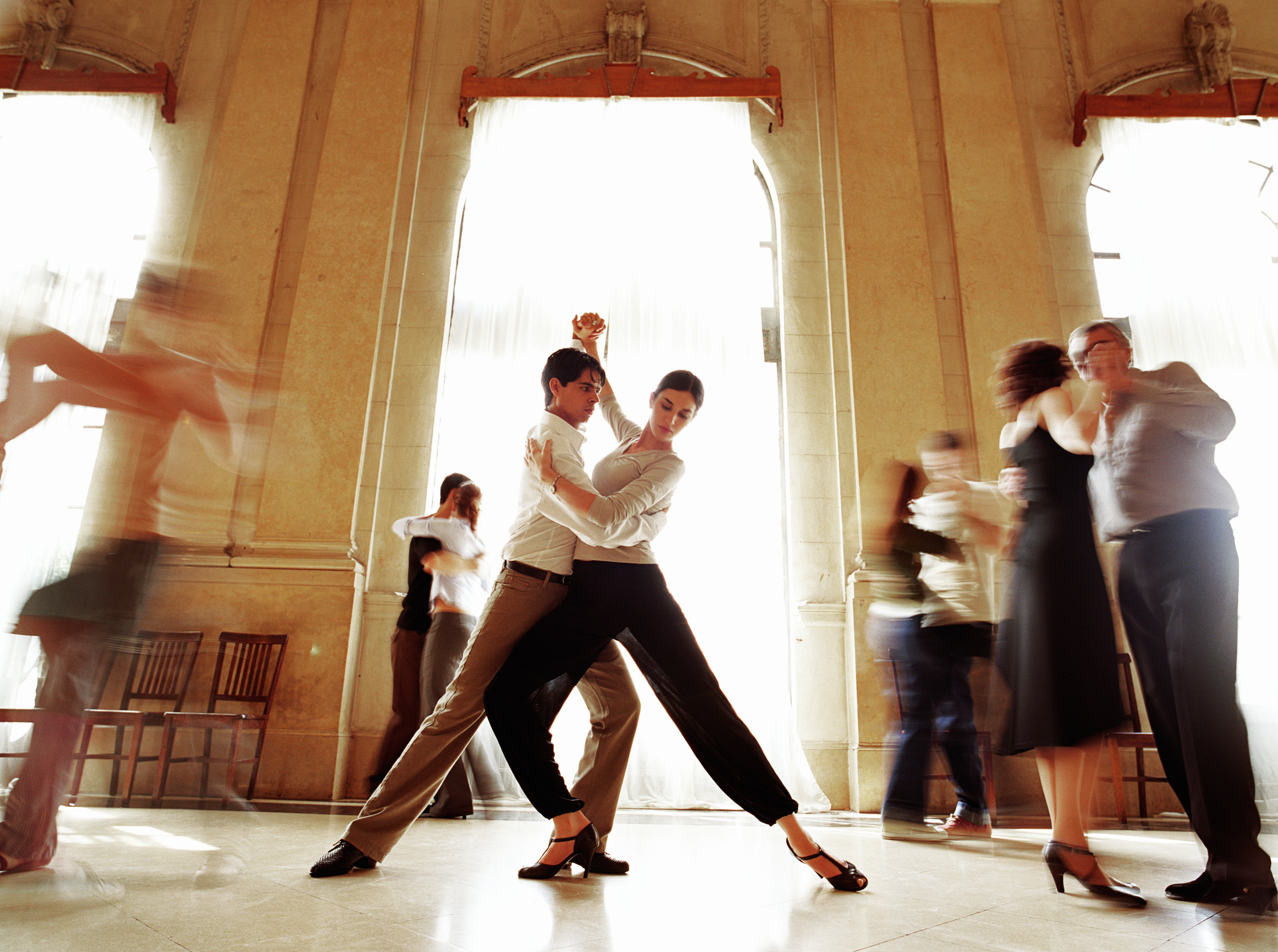 Couples getting up close and personal in a tango lesson in Argent