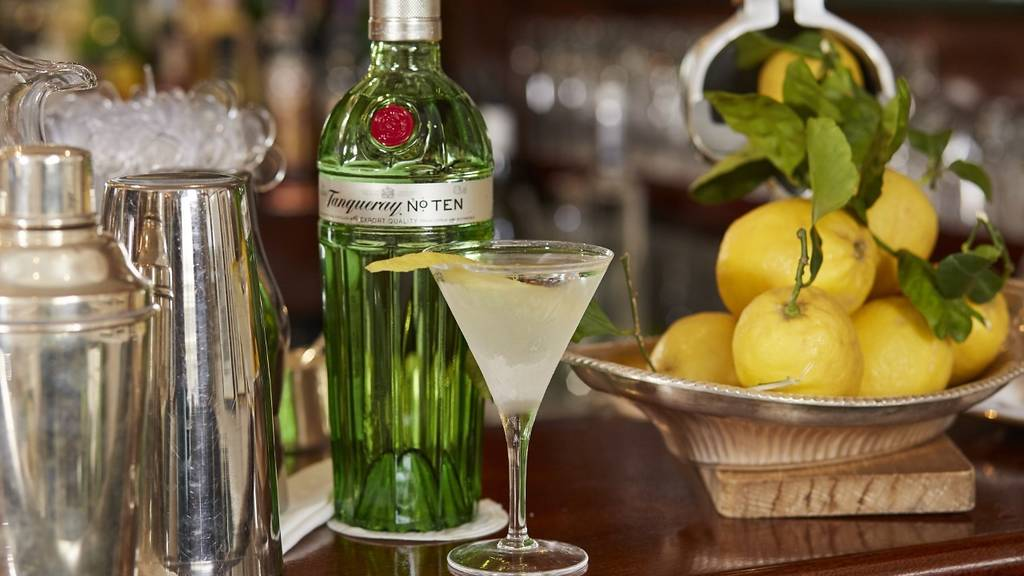 A Tanqueray gin cocktail