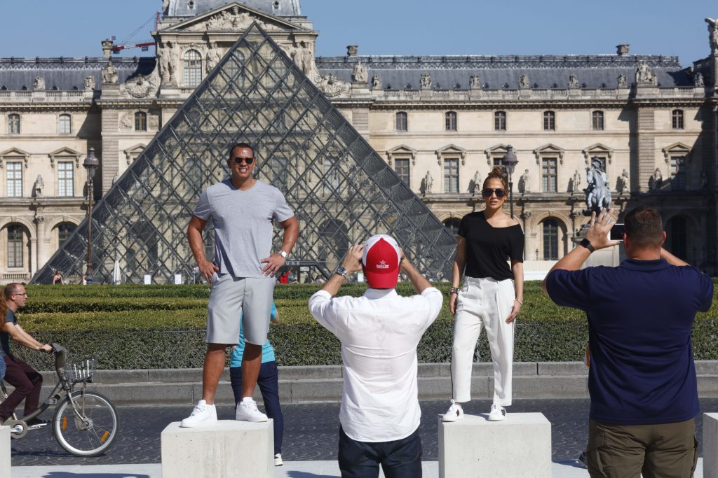 Jennifer Lopez and Alex Rodriguez in the park of Jardin des Tuileries with the Pyramide of Louvre in Paris, France. Image: Mehdi Taamallah/Nurphoto