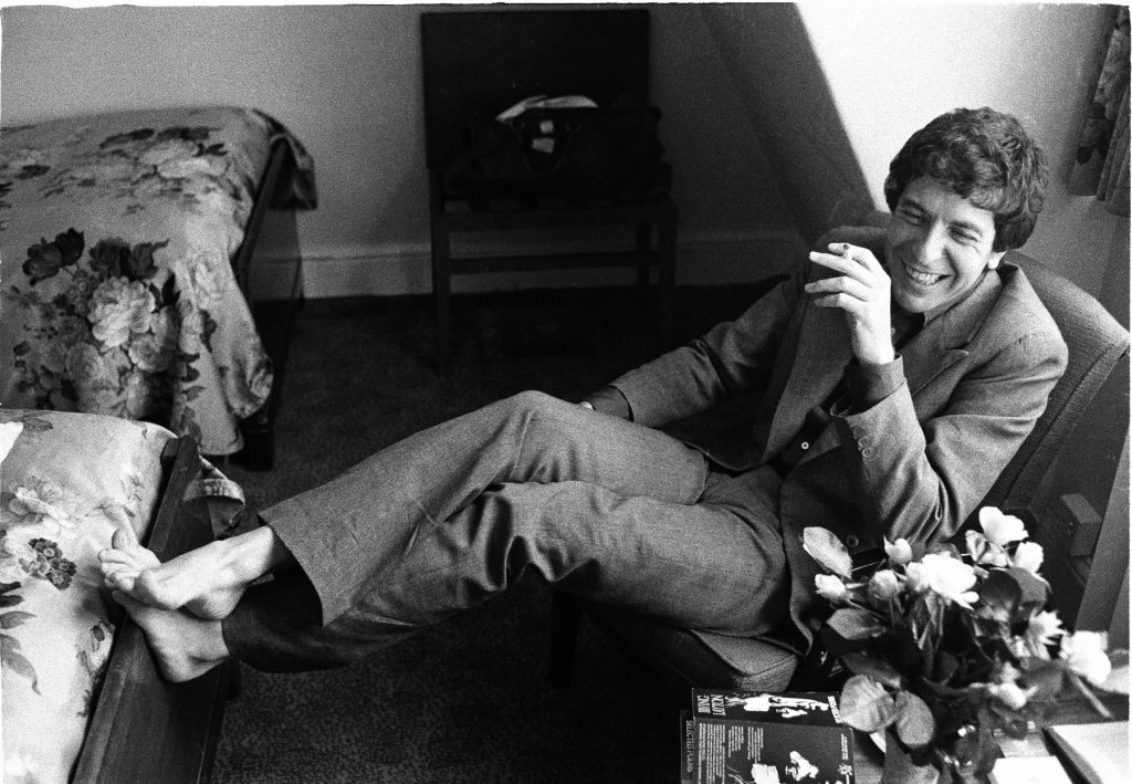 Leonard Cohen relaxed in London, June 1974. Photo by Michael Putland/Getty Images