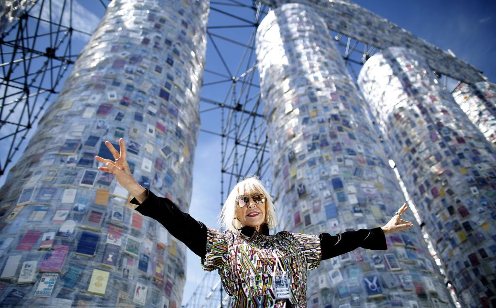 Argentinian artist Marta Minujin in front of the 'Parthenon of Books' in Kassel. Image: Ronny Hartmann/AFP/Getty Images