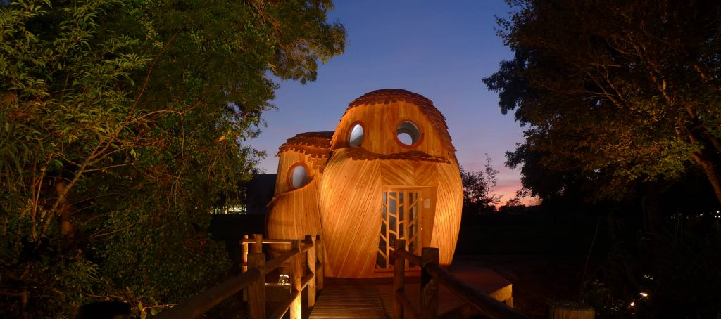 The owl cabins lit up at night. Image by Bordeaux Metropole