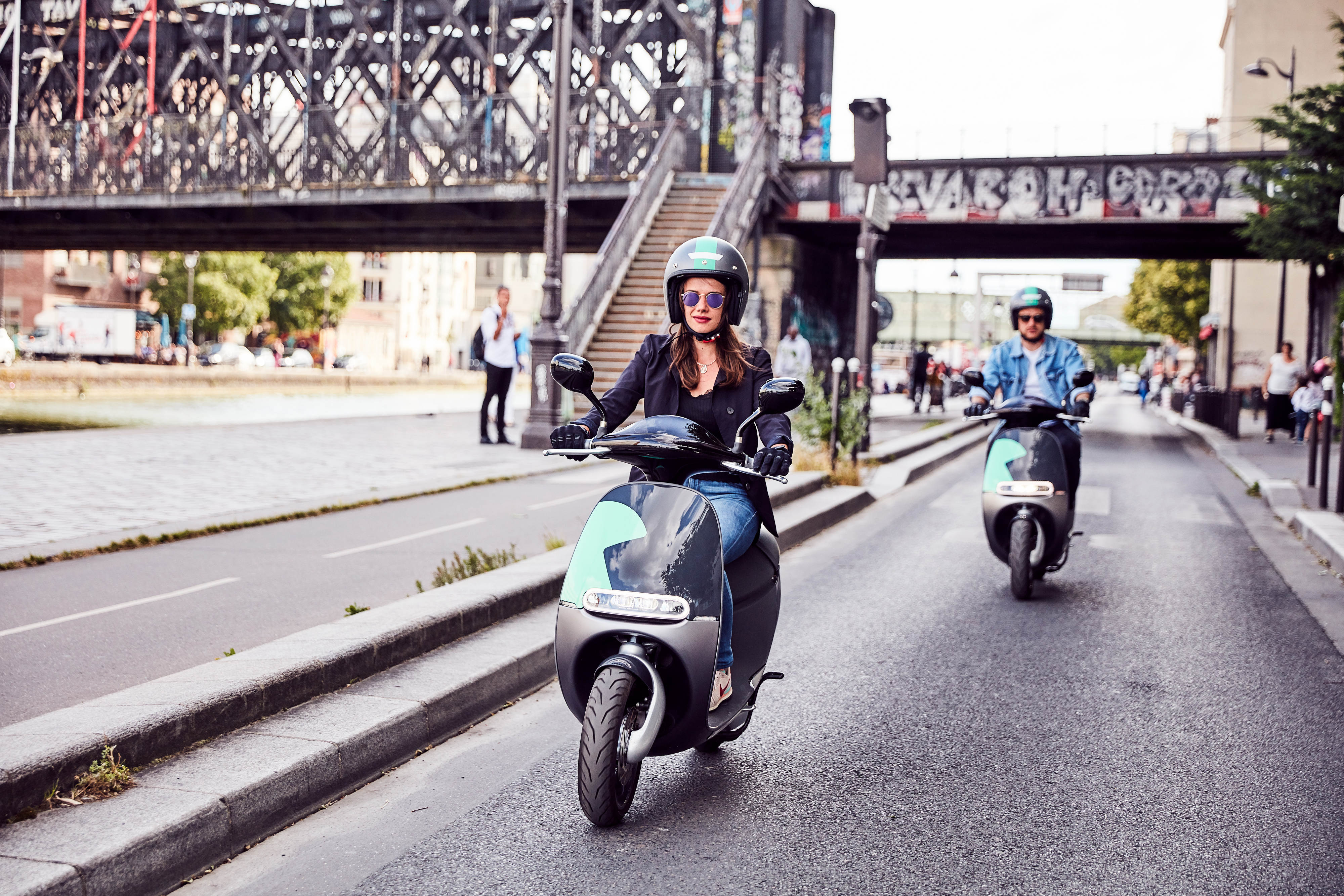 Coup electric scooter in Paris
