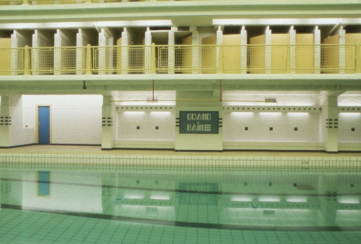 Stunning art deco swimming pool made famous in french film for Piscine des amiraux