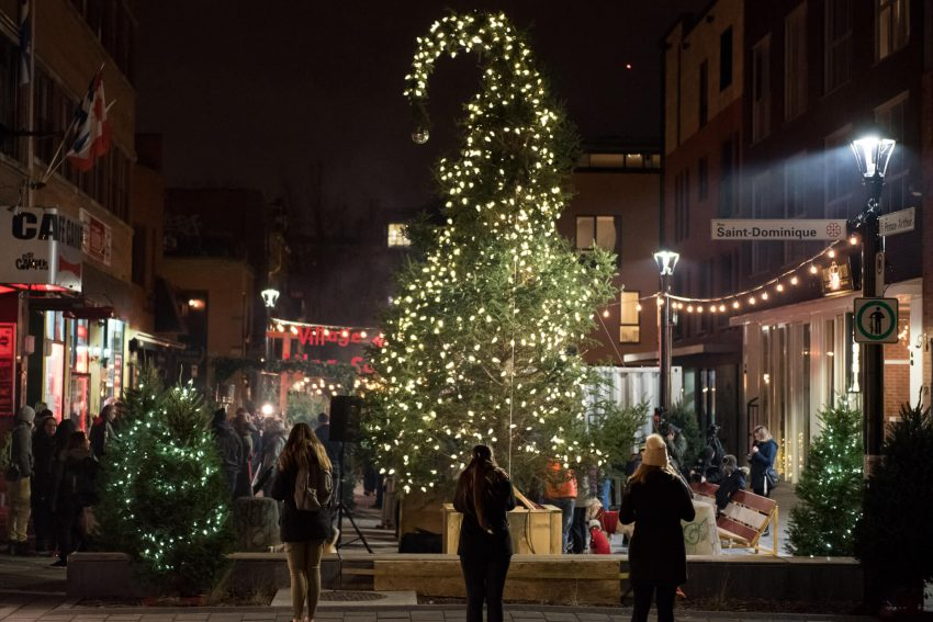 Montreal 39 s ugly christmas tree returns to start a new for How did the christmas tree tradition start