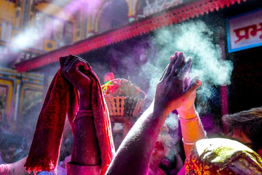 India's Holi festival brings an explosion of colour