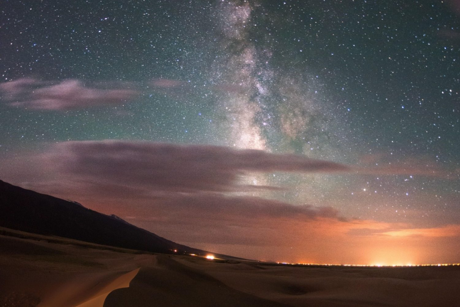 reat Sand Dunes National Park at night.